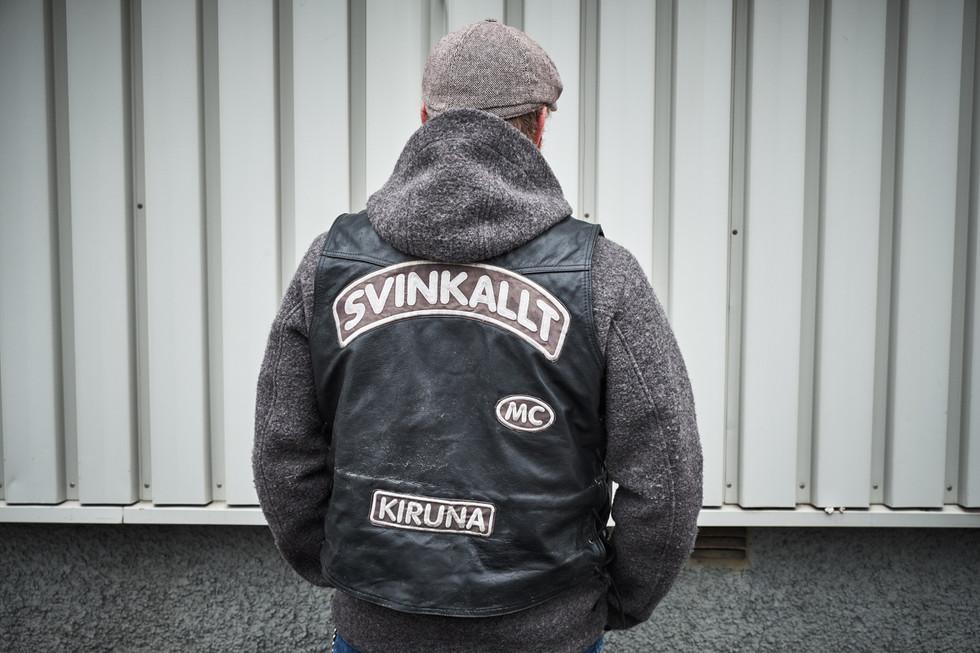 "SWEDEN / Norrbottens laen / Kiruna / 05.07.2017 / Anders Hallergren wearing a leather jacket of his motor club. ""Svinkallt"" means something like ""freezing cold"".  © Gregor Kallina / Anzenberger"