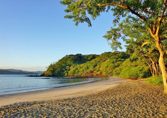 Sun-rising-over-the-Playa-Blanca-beach-i