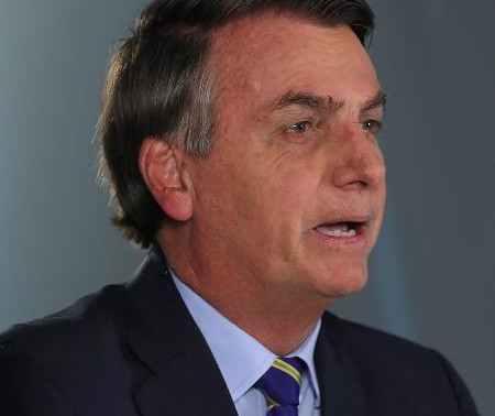 """Bolsonaro compara coronavírus a chuva: """"Vai molhar 70% de vocês"""""""