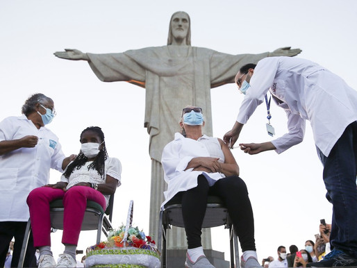 Duas primeiras moradoras do RJ são vacinadas no Cristo Redentor