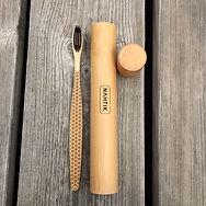 Brosse à dents en bambou NAHTIK , notre brosse à dents est biodégradable et recyclable. NAHTIK, la marque de brosses à dents en bambou éco responsable. Nos brosses à dents en bambou sont aussi personnalisables, soyez original !