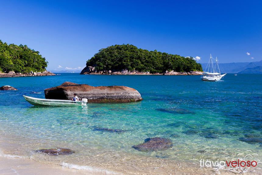 Ilha das Couves frente a Pinciguaba_Ubatuba-SP..jpg
