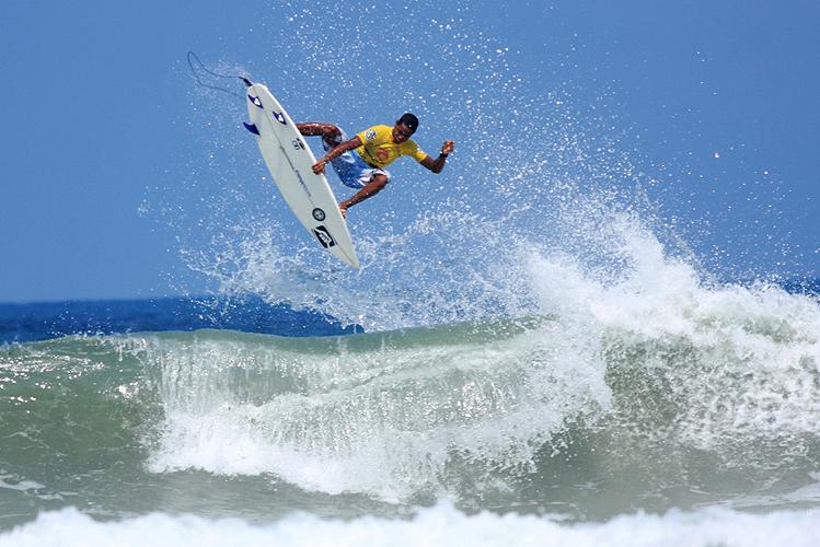Surf_Ubatuba-SP_vitorbernardo_rcgs11.jpg