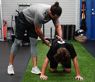 1822 Fitness Personal Trainer Joel Molina One on One Session