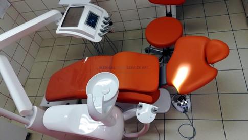 Tökéletes választás gyermek fogászatra: Narancs kárpitos Diplomat DL210 gyerek magasítóval