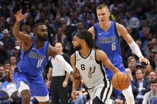 Doncic scores 42 in triple-double, Mavs top Spurs 117-110