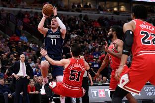 White scores 19 as Bulls hold off Doncic, Mavericks 109-107