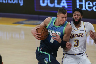 Luka Doncic takes control as Mavericks snap Lakers' 10-game win streak
