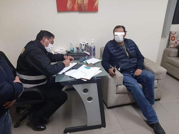 Detienen a médicos que pidieron licencia por coronavirus pero atendían en clínicas