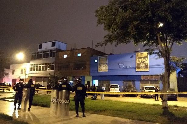 Lima: 13 personas murieron en discoteca del Los Olivos durante el Toque de Queda