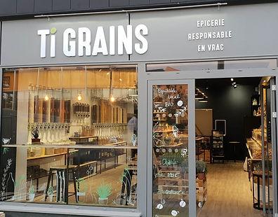 Plusieurs articles Créa'Twin chez Ti Grains Rennes. Tawashi, charlottes alimentaires, pochettes à savon et protections hygiéniques lavables.