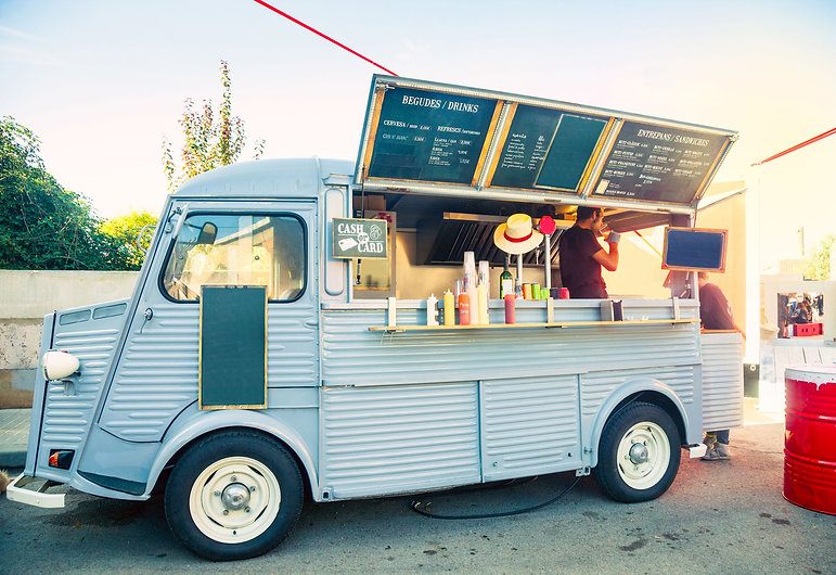 food-truck-in-the-street-496731672-863bf