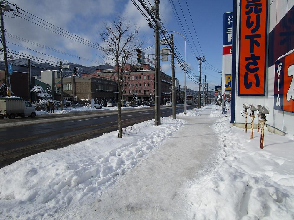The walk to Shiroi Koibito Park