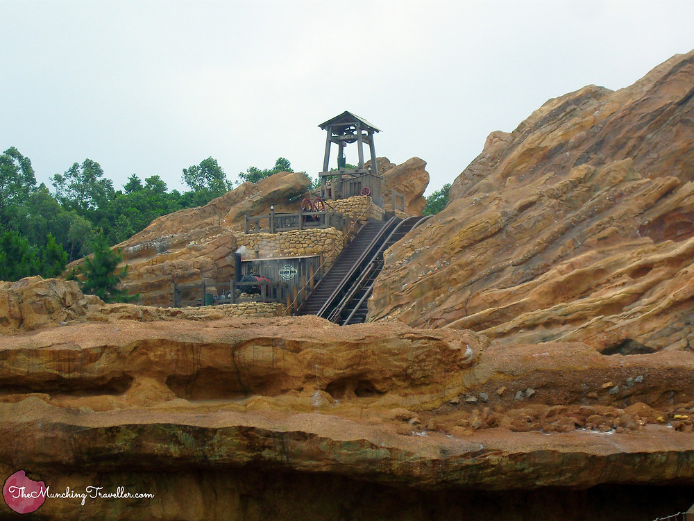 Hong Kong Disneyland Big Grizzly Mountain Mine Cars