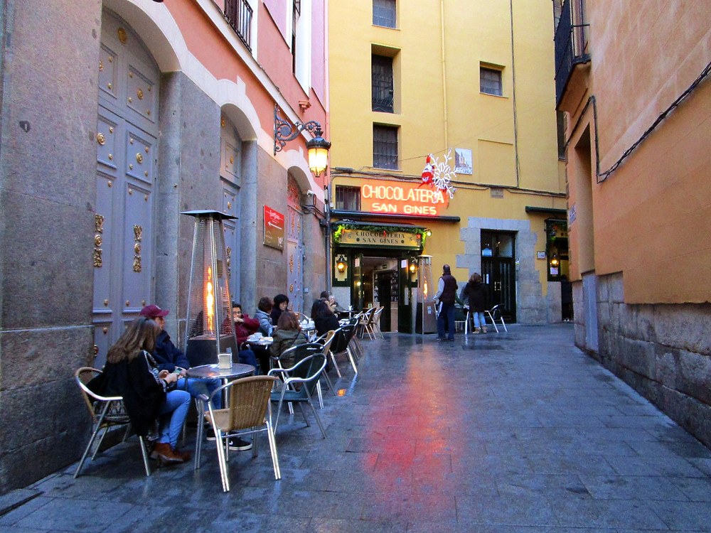Alley to Chocolateria San Gines