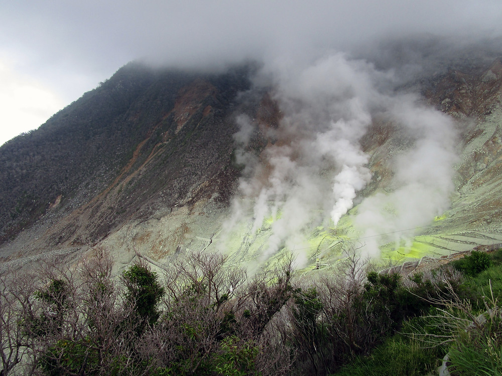 View of Owakudani crater and its volcanic fumes