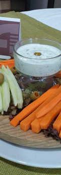 Crudité de vegetales y salsa Tzatziki