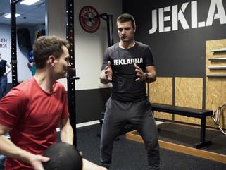 Zakaj trenirati v fitnesu z osebnim trenerjem?