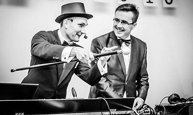 fajnywodzirej.pl Poszukujesz świetnego DJa i wodzireja z Warszawy na swoje przyjęcie weselne? Zapraszam na moją stronę internetową - dj wodzirej warszawa.