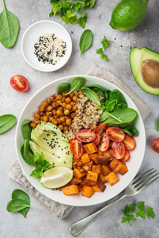 healhty vegan lunch bowl. Avocado, quino