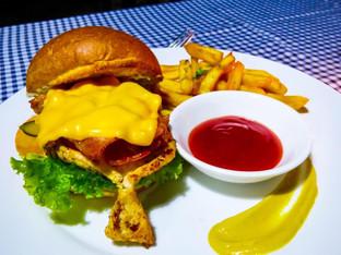 Isirafu Food Cheese Burger.jpeg