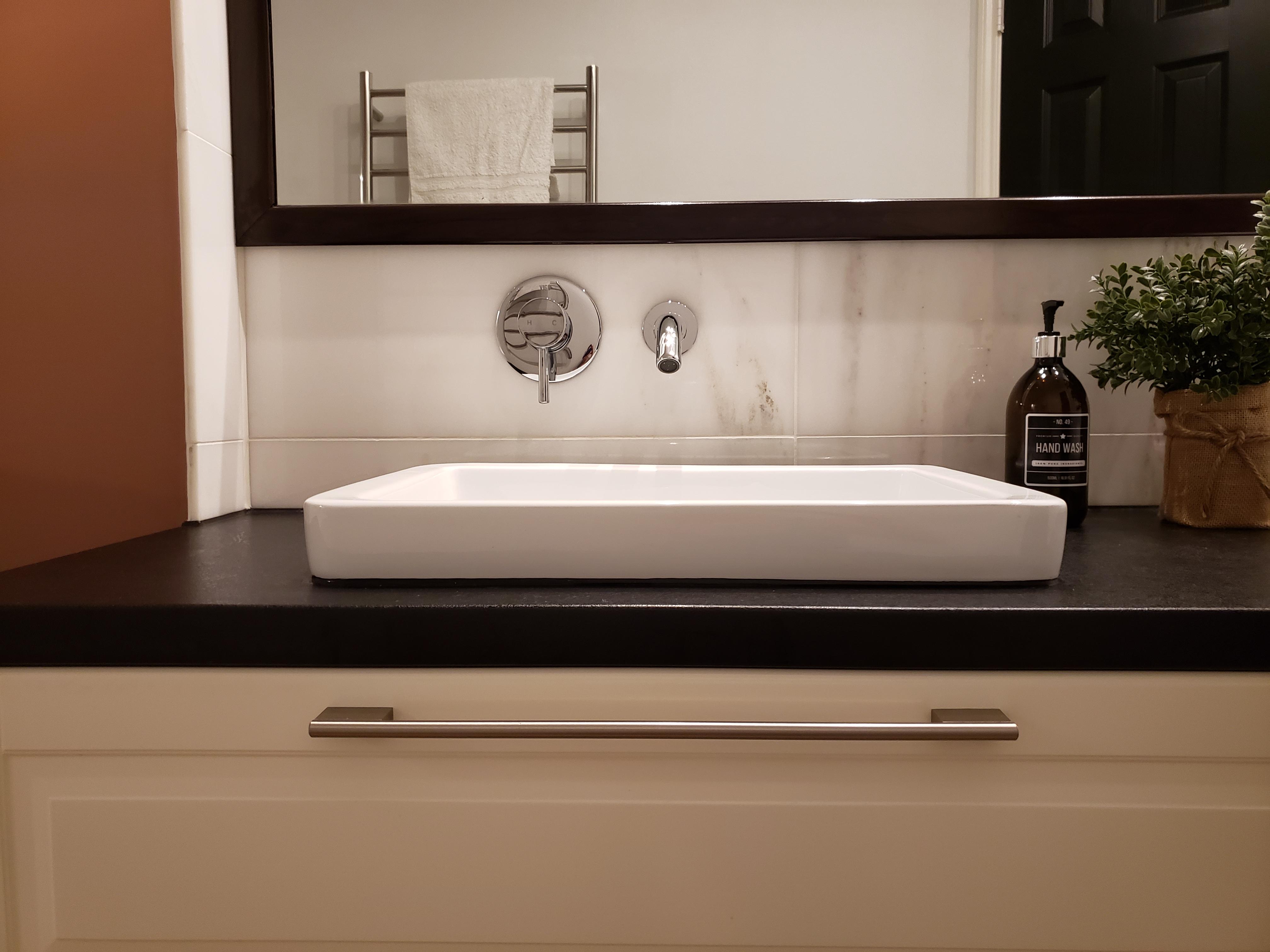 bath vinyl back splash, Katy, Texas