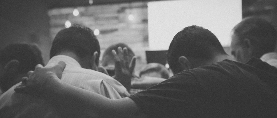 praying-together-tgc.jpg