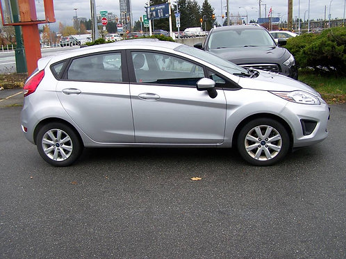 2013 Ford Fiesta SE Local No accidents