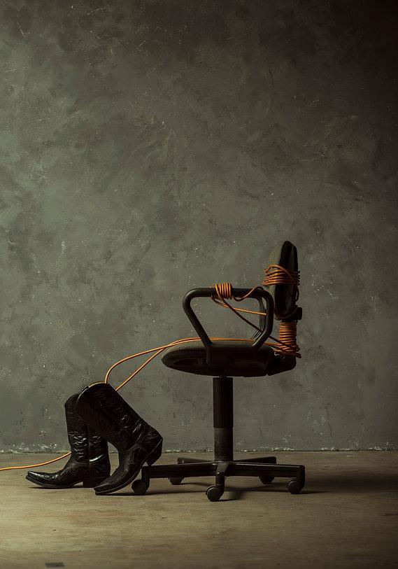installation, low attendence, FOURMIdeMARS, Jannic Joel, Lisa Jureczko, mixed media, wire, office, industrial, 3M, cowboy boots