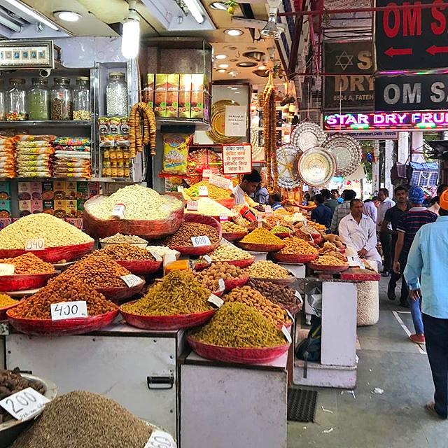 Mercado de rua na Índia em Nova Deli