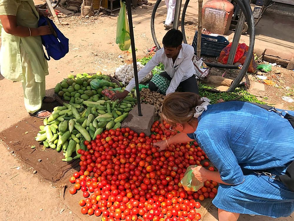 Tomates e comida vegetariana na Índia
