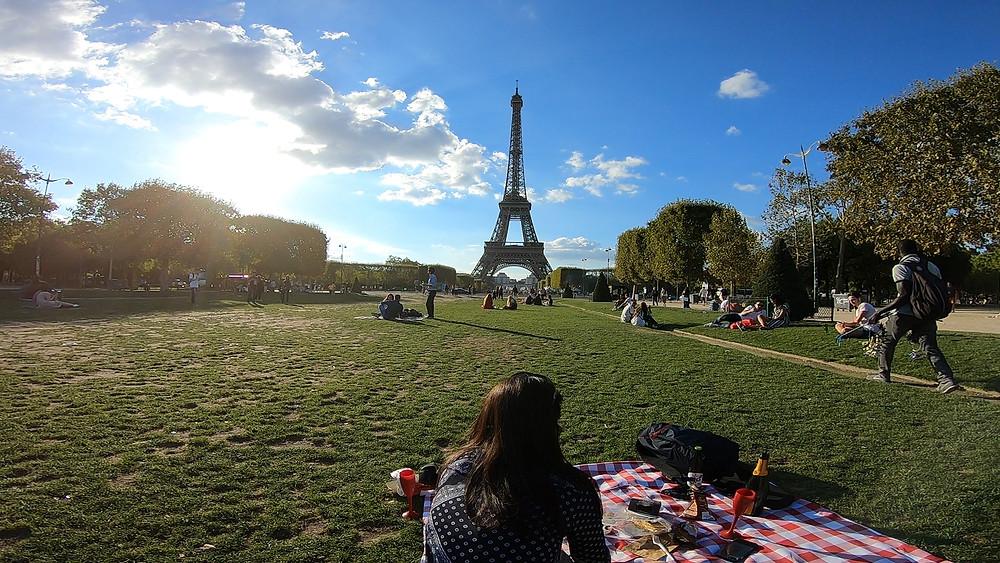 Torre Eiffel e piquenique no Champ de Mars