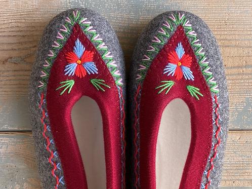 Danuta grey/dk red slippers size 39