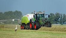 tractor-4303609__340.jpg