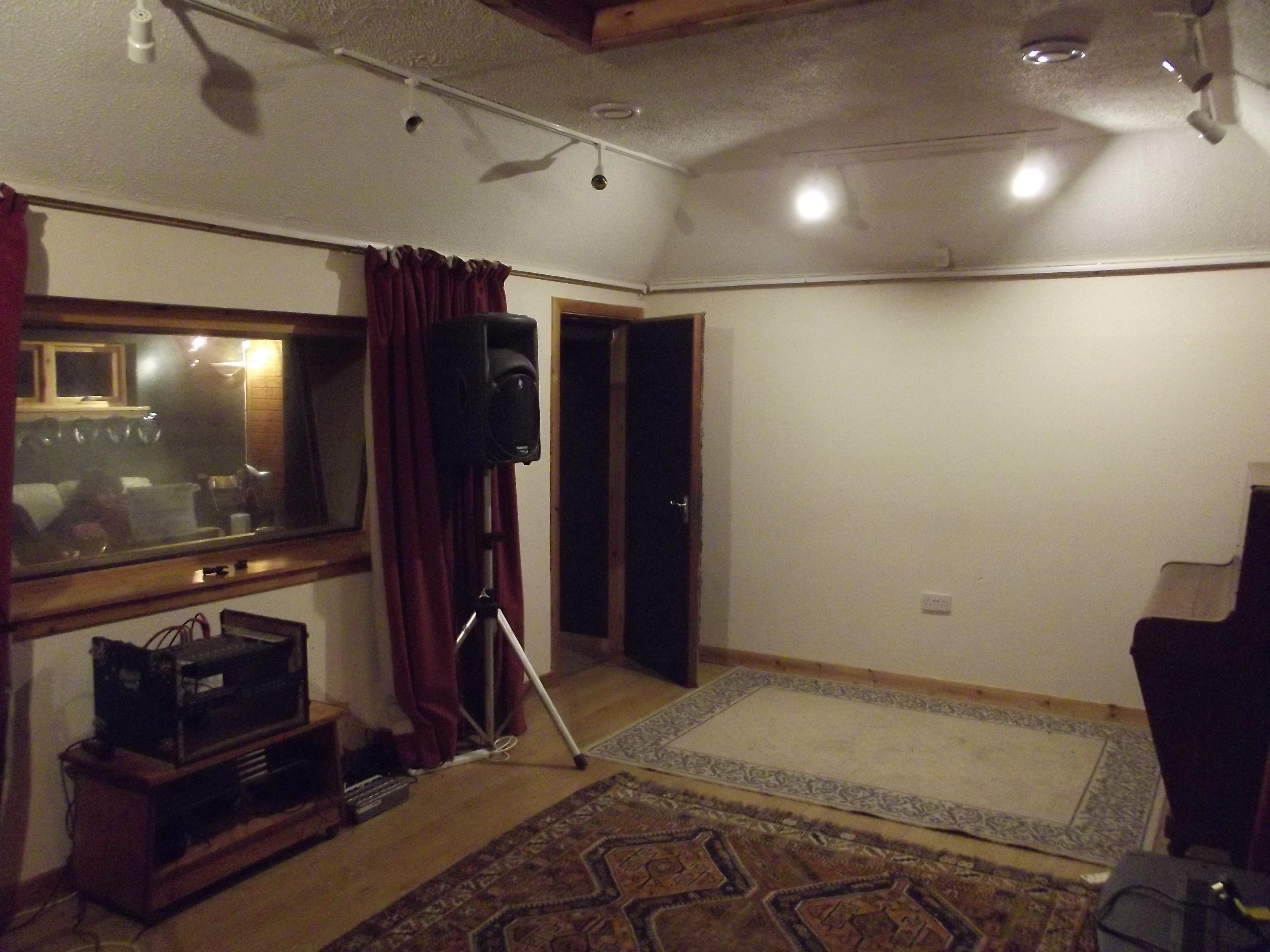 Bloo Coo Studio Live room
