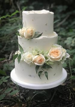 Red velvet wedding cake gold & peach ros