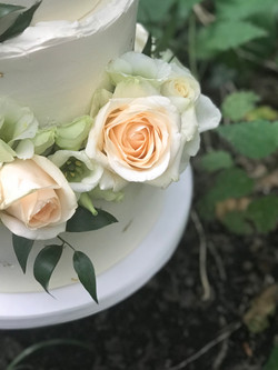 Red velvet bruidstaart gold & peach rose
