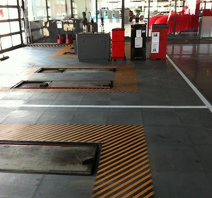 Pose de 400m2 de dalles pvc chez Citroën + marquage au sol 