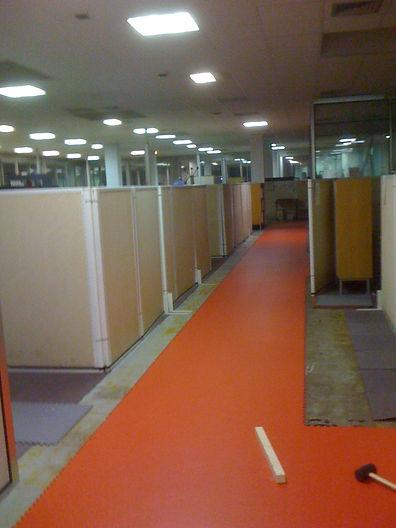 Pose de 600m2 de dalles Gerflor dans un bureau d'étude, chantier entièrement  réalisé de nuit afin de ne pas gêner le personnel  