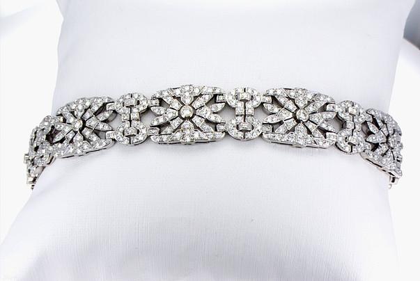 Ladies 18k white gold diamond bracelet 6.48 carat total weight round brilliant cut diamond bracelet.