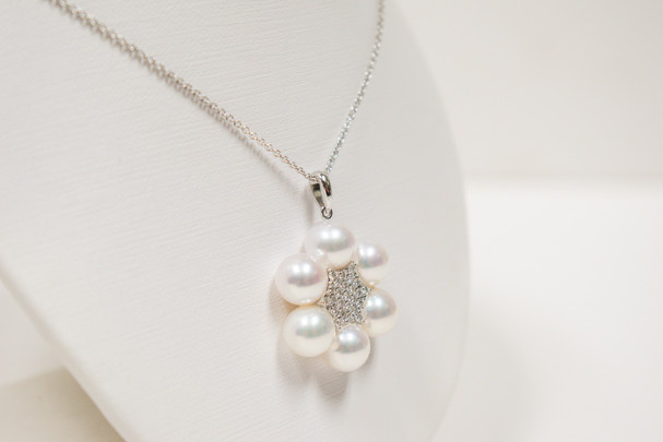Ladies 18k white gold cultured akoya pearl and diamond necklace, 7.5-8mm pearls with .35 carat total weight round brilliant cut diamonds