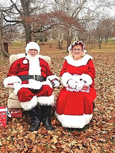 SANTA AND MRS SANTA IN THE WOODS (2).jpg