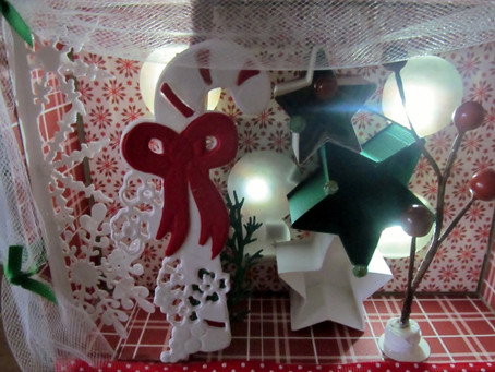 Traditional Christmas Vignette Boxes