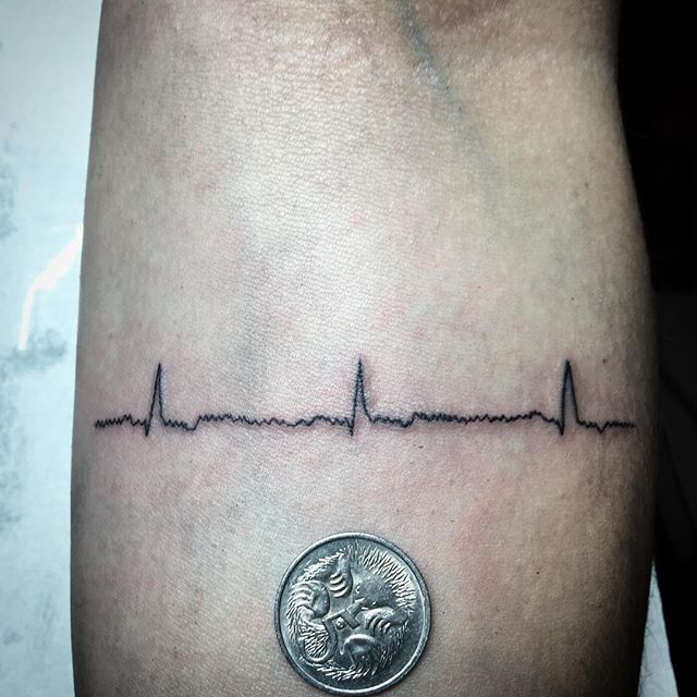 Heartbeat for Celeste, thanks _#heartbeattattoo #linetattoo #finelinetattoo #woody #irezumiink #elst