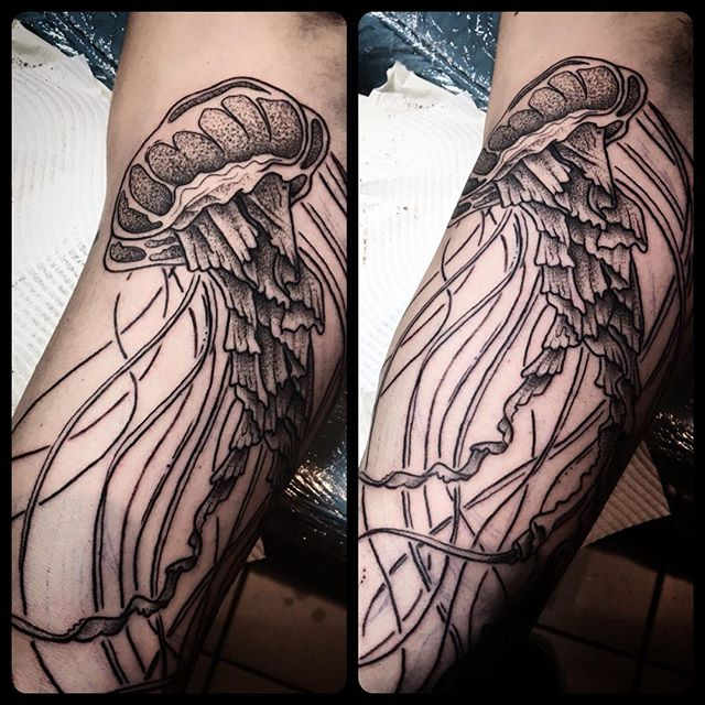 Thanks Chey love it, _#jellyfishtattoo #jellyfish #doteorktattoo #blacktattoo #lineworktattoo #woody