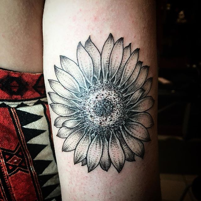 Sunflower for Sam, thanks for letting me make this, love it,_#sunflower #sunflowertattoo #finelineta