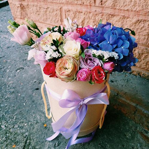 Цветы в шляпой коробке Пиано
