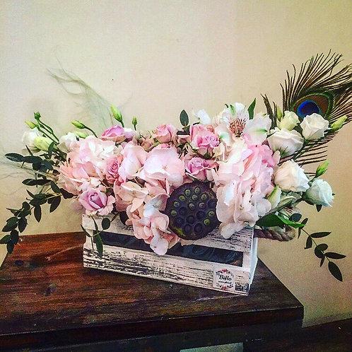 Цветы в деревянном боксе Плум