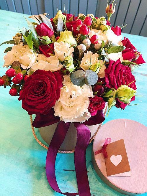 Цветы в шляпной коробке Классик ред