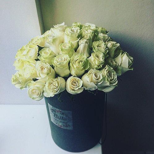 Шляпная коробка с 51 розой Mondiale